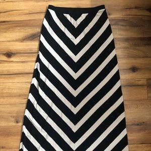 White House Black Market maxi skirt size xs NWT